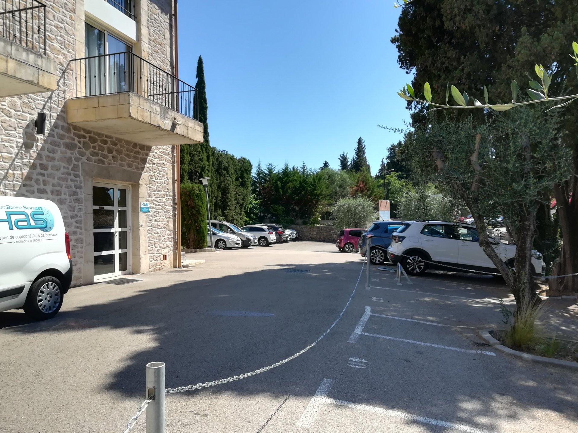 MURS COMMERCIAUX LIBRES - GRASSE - 143 m²