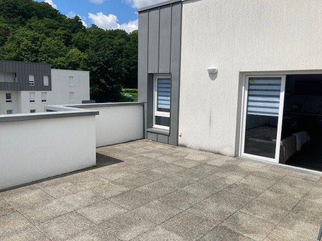T4 récent avec terrasse de 30 M² à 10 mn  de ROUEN - MAROMME