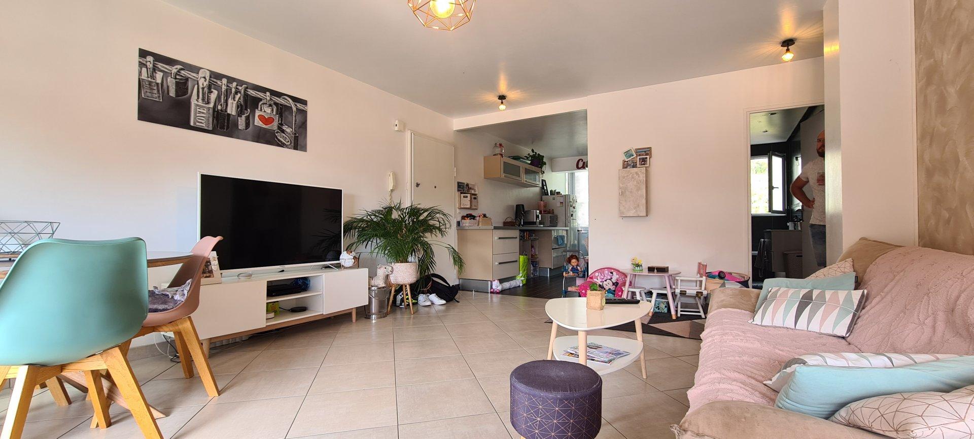 LA TRINITE : Appartement de 3 pièces avec terrasse, cave et parking !