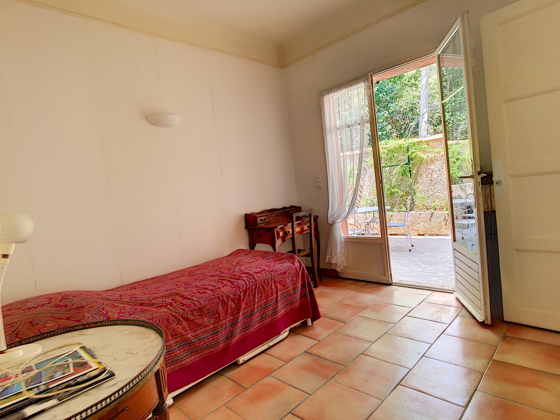 Sale House - Cannes Montrose