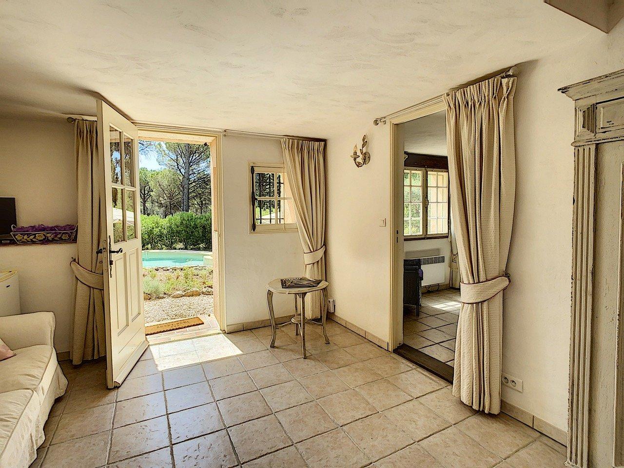 Villa spacieuse avec piscine et belle vue