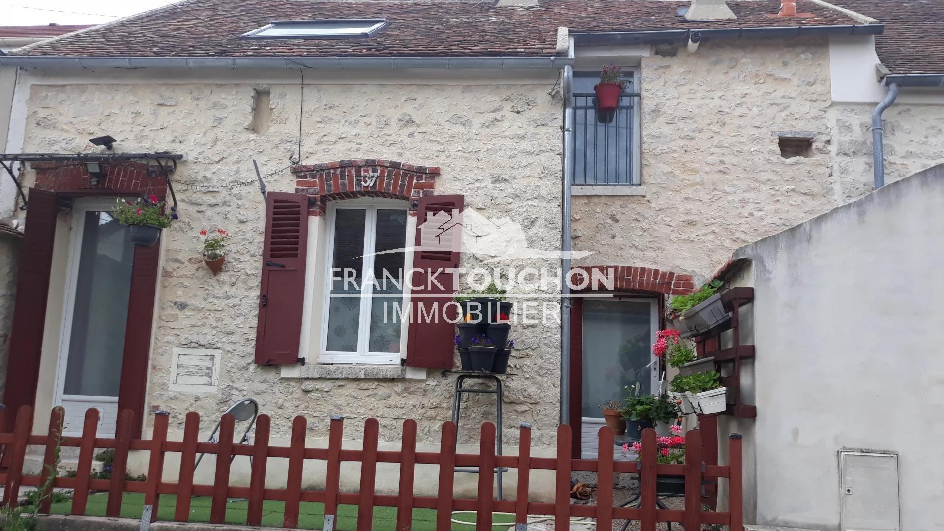 MAISON à SOUPPES S/LOING (77460) à 1h de PARIS - 5 min de la GARE SNCF - chambres - jardin - terrasse