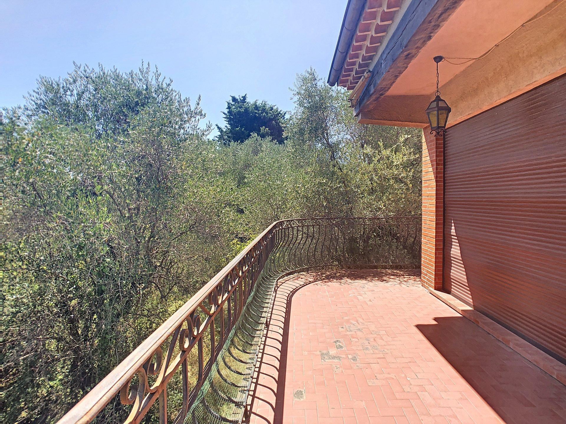 La Roquette Sur Siagne, Villa au calme en position dominante