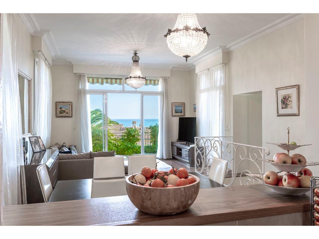 Maison  8 Rooms 220m2  for sale  2400000 €