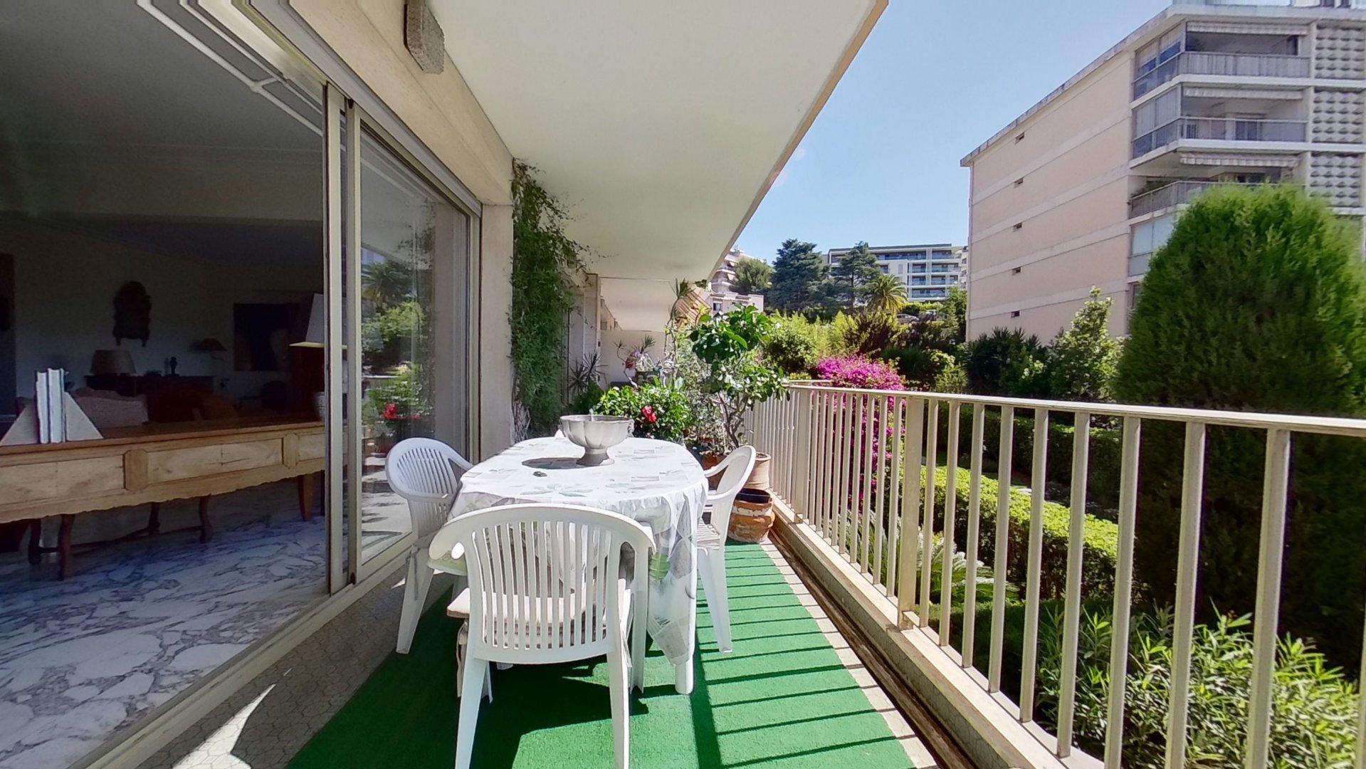 Corniche fleurie 160m2 + terrasse + cave + parking