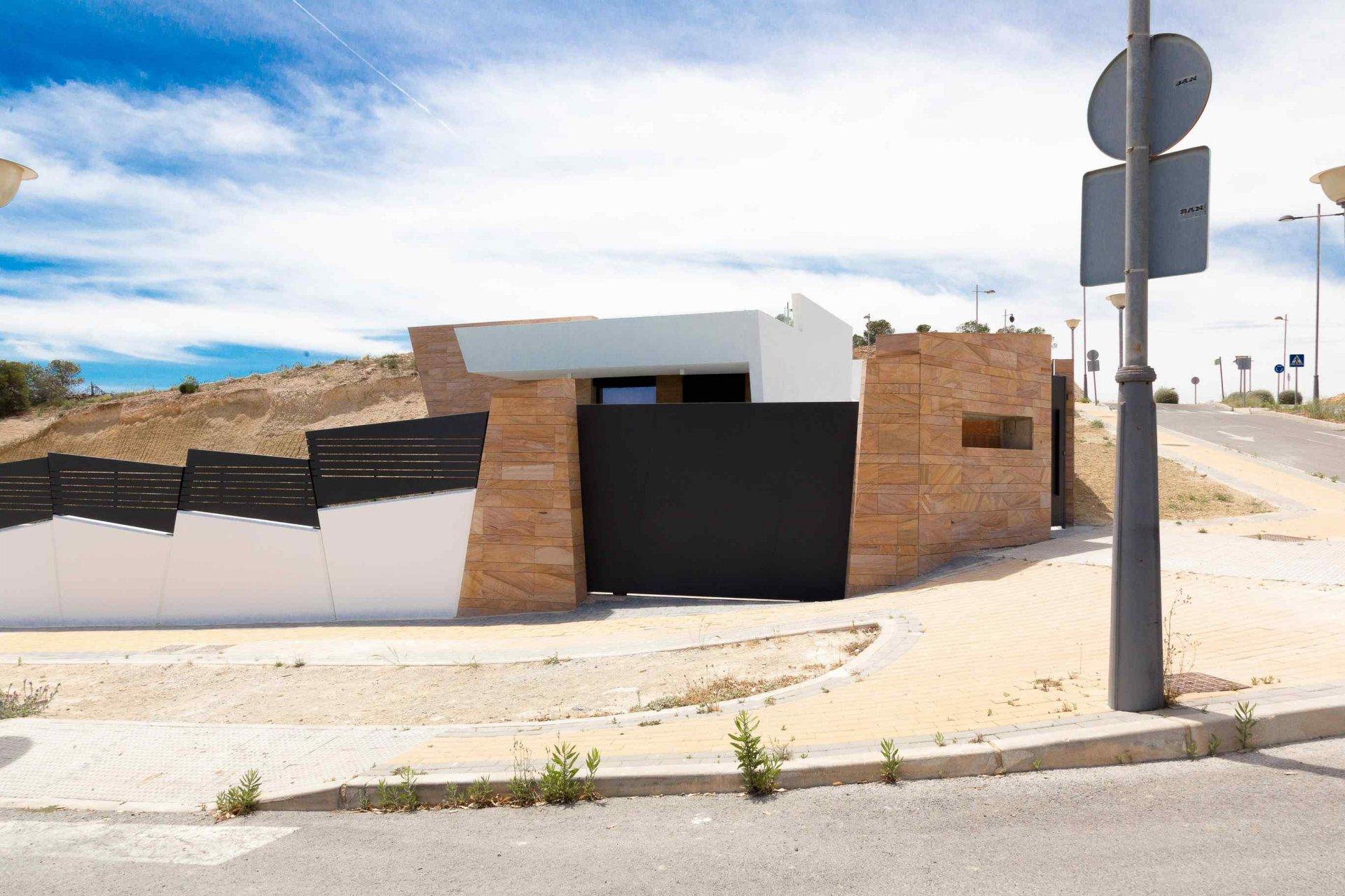 Nieuwe moderne villa met één verdieping in grote residentie