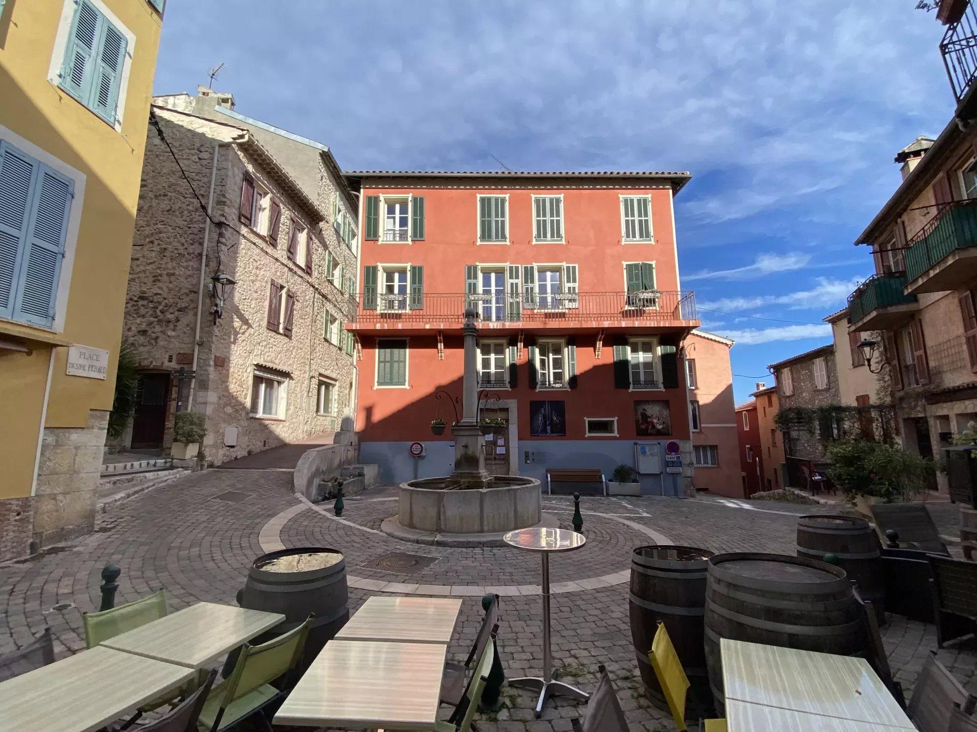 Gattieres Village