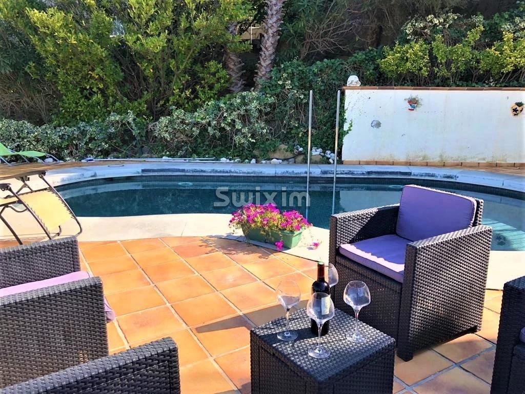 Villa de luxe moderne avec piscine et vue sur mer