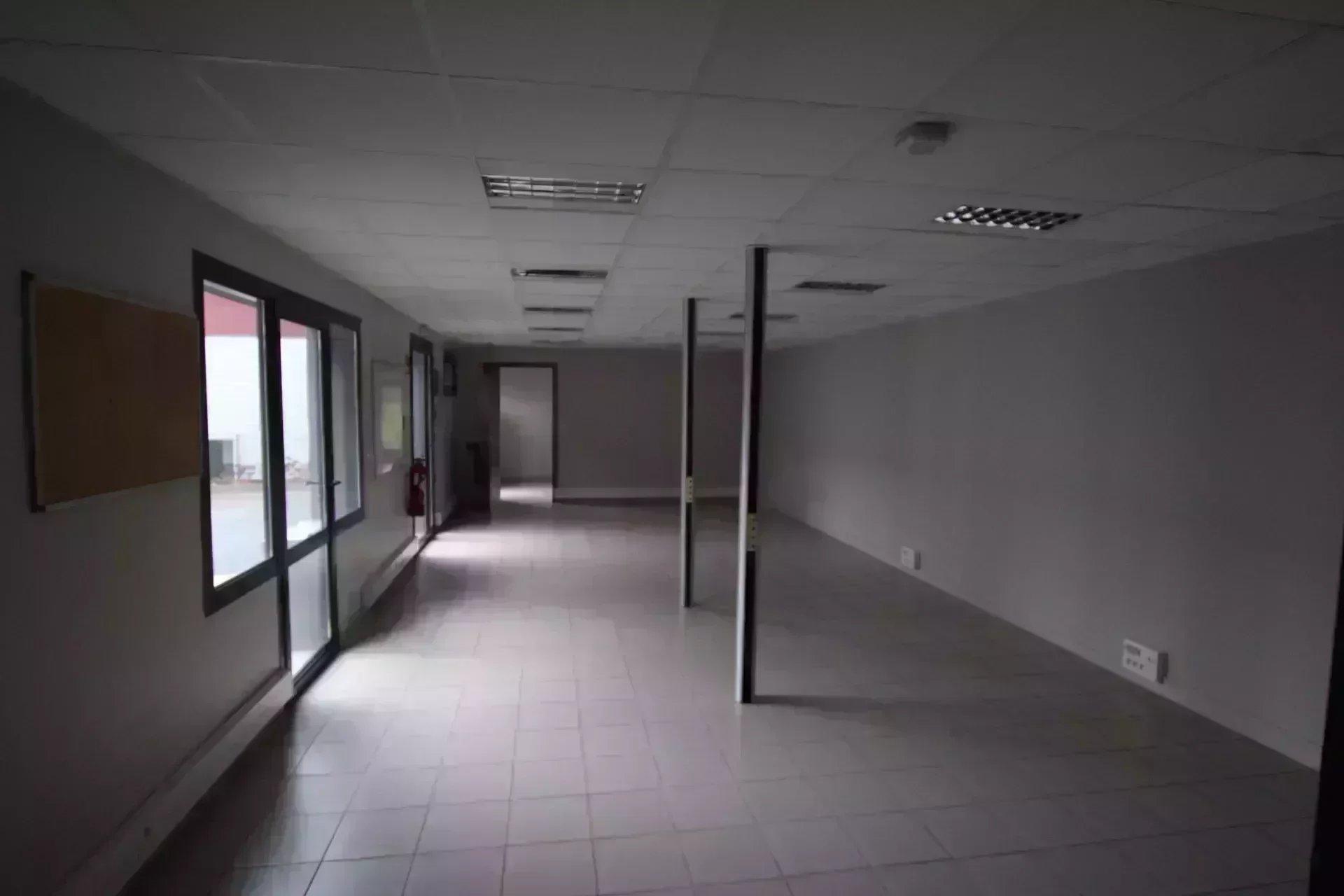 BUREAU DE  100 m² LIBRE DE SUITE