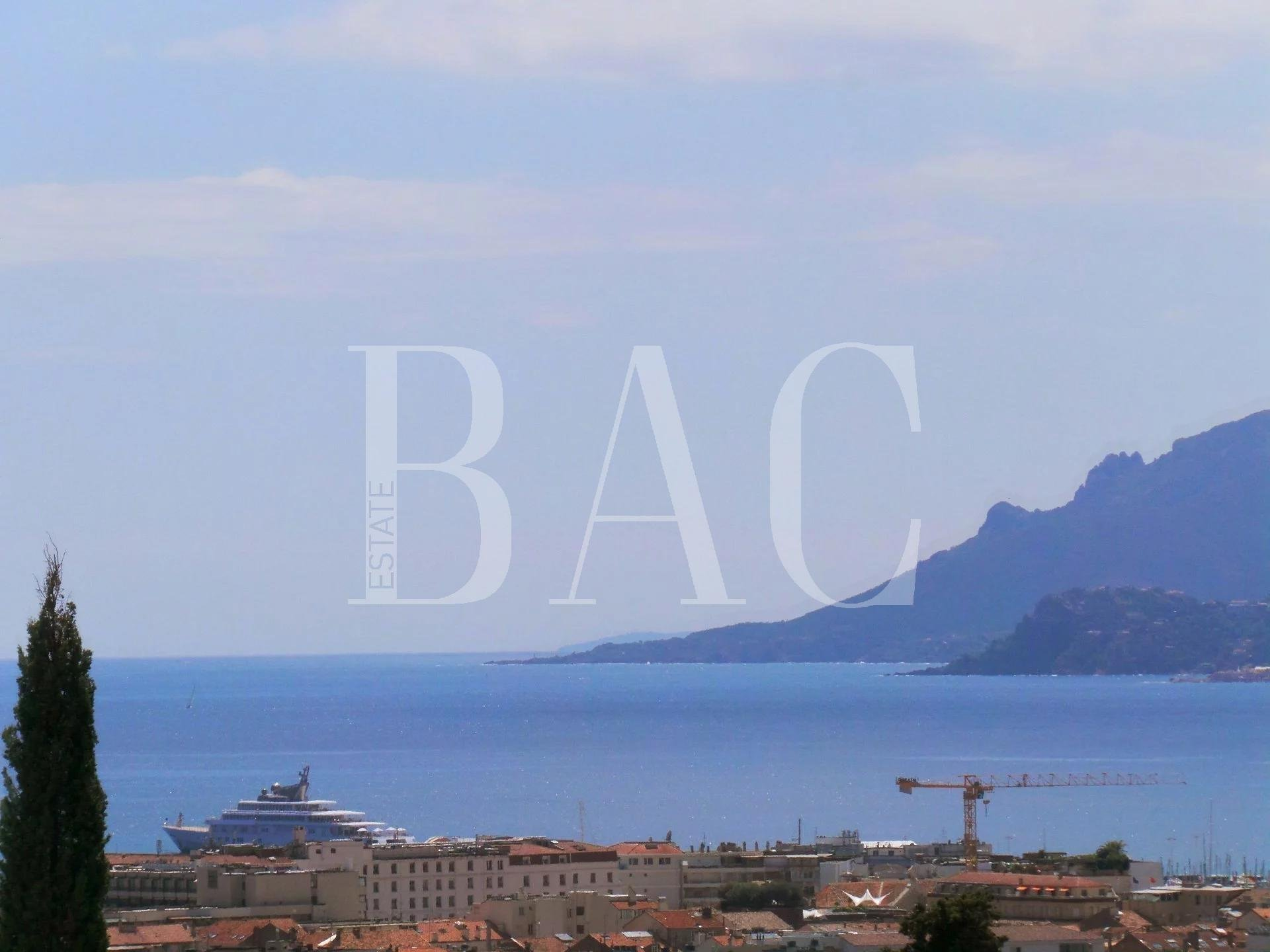 Cannes, apartment 2000 meters from the Palais des Festivals and enjoying a panoramic sea view