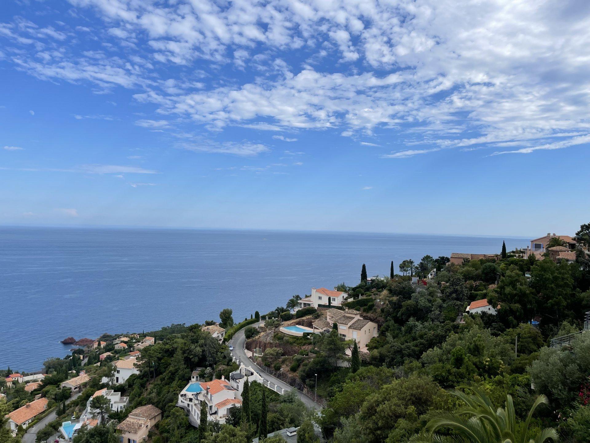 Villa mod syd med 180 ° panoramaudsigt over havet