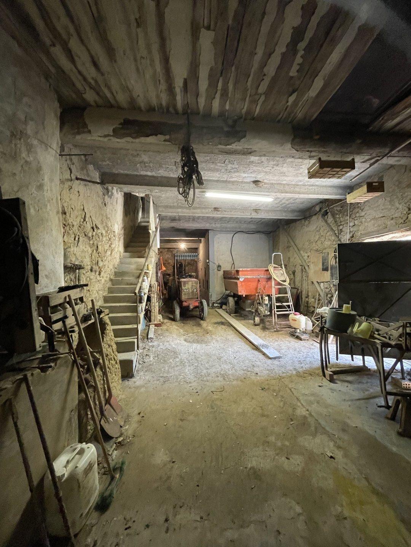 Maison Vigneronne T6 avec cour et remise attenante