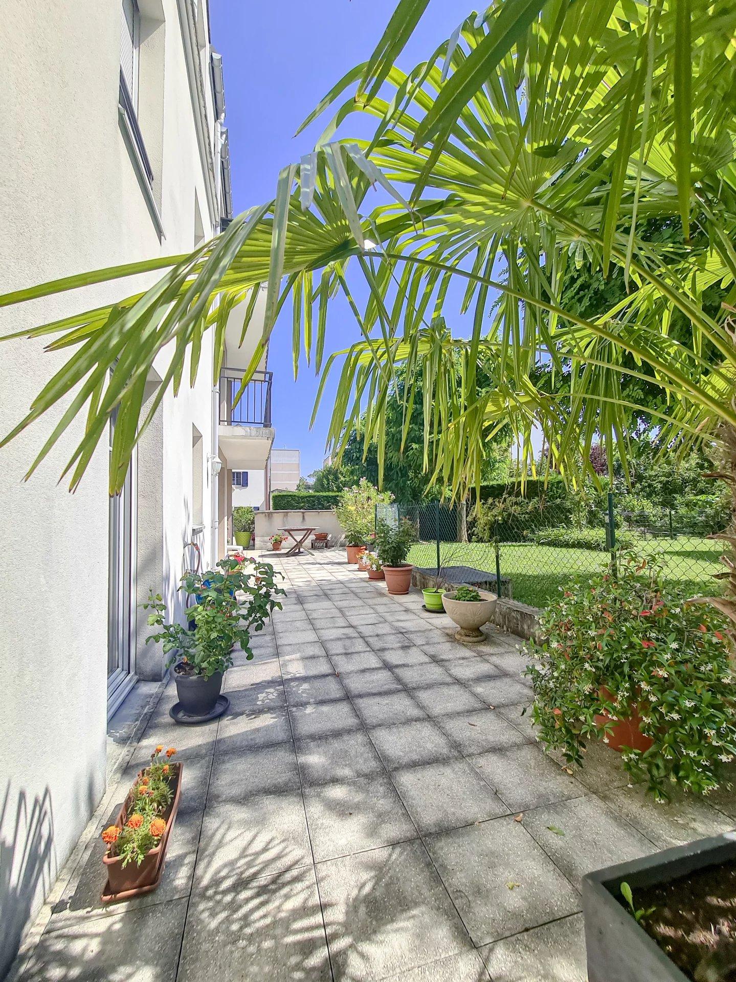 Appartement type F4 avec terrasse de 50m²