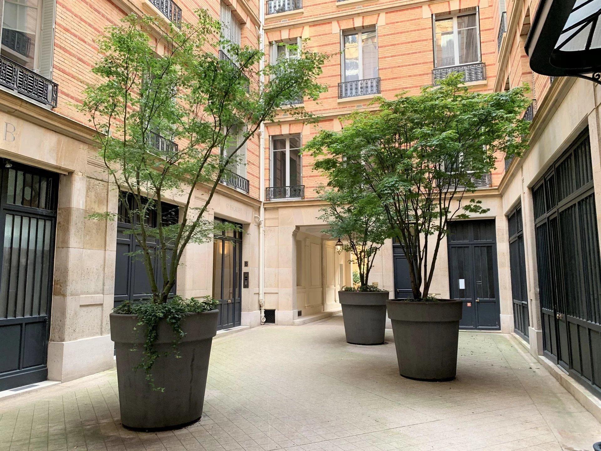 PARIS VIIe - Saint Germain - Rue de l'Université