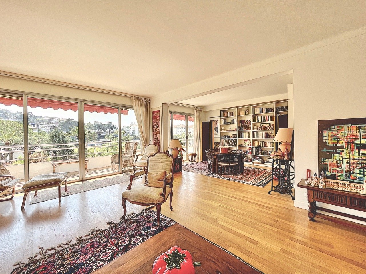 Large 2/3 bedroom of 140 Sqm with 32 Sqm of terrace