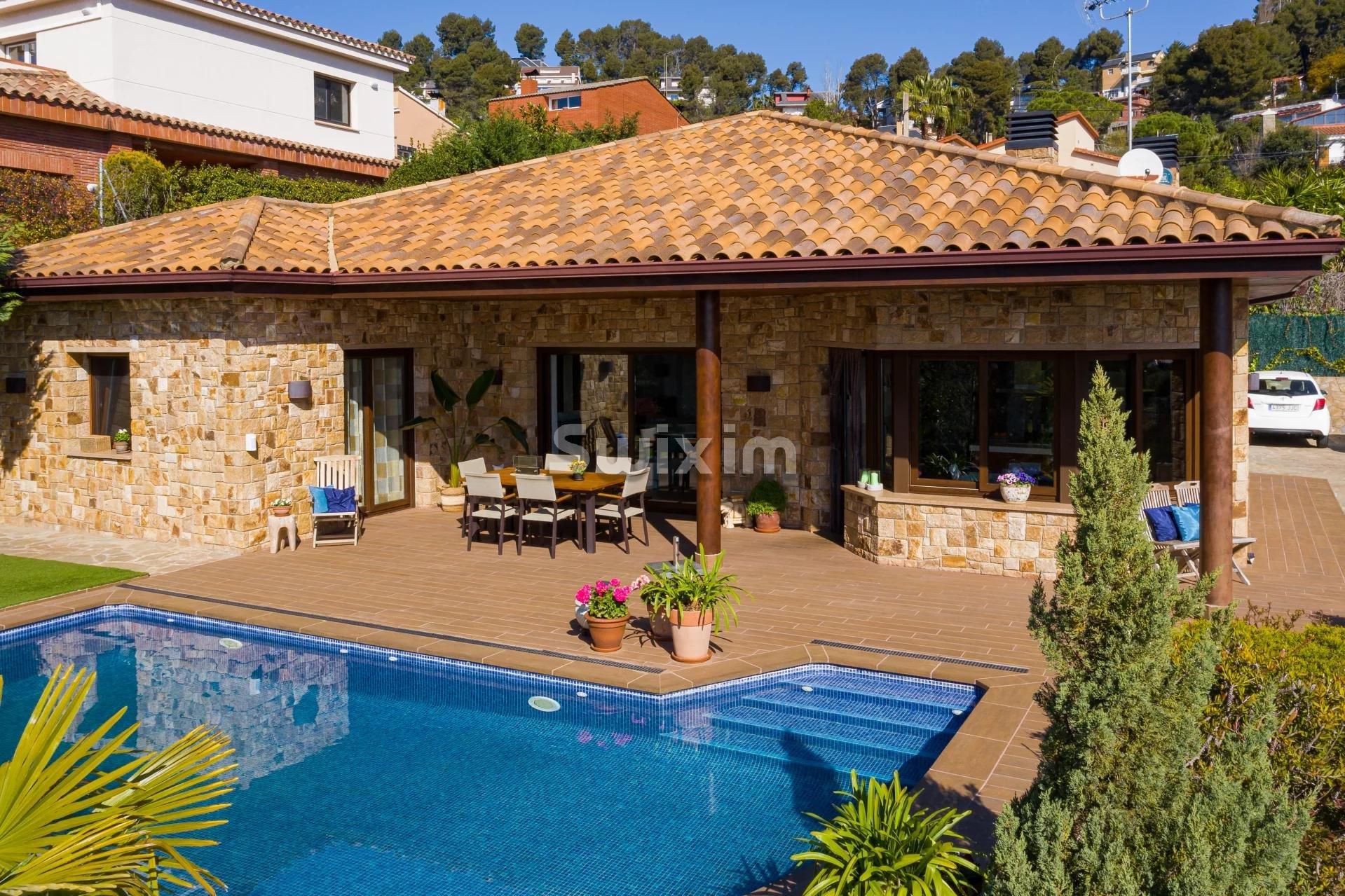 Fantastique villa avec piscine et jardin