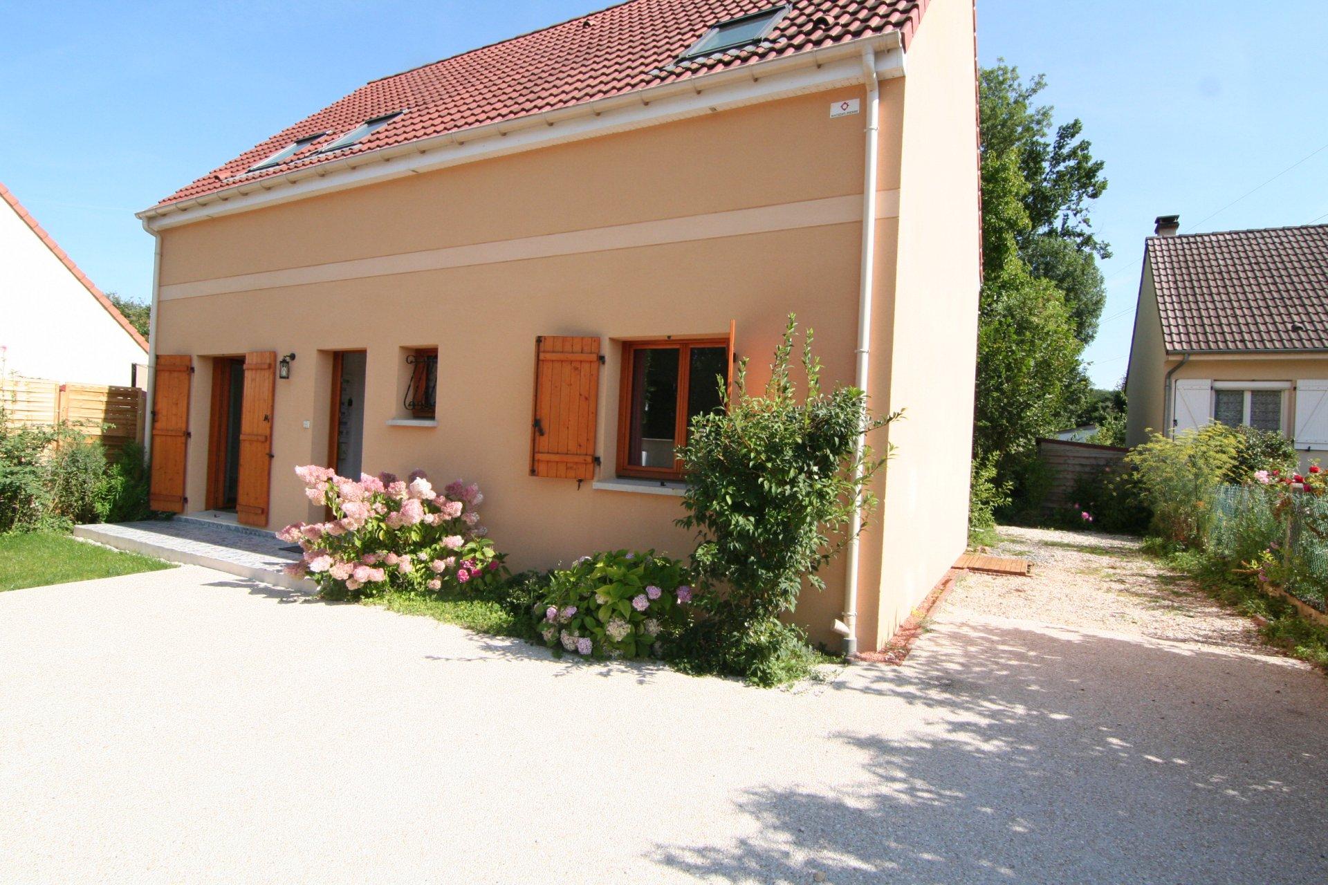 PAVILLON Traditionnel individuel 4 chambres sur 380 m² de terrain ! !