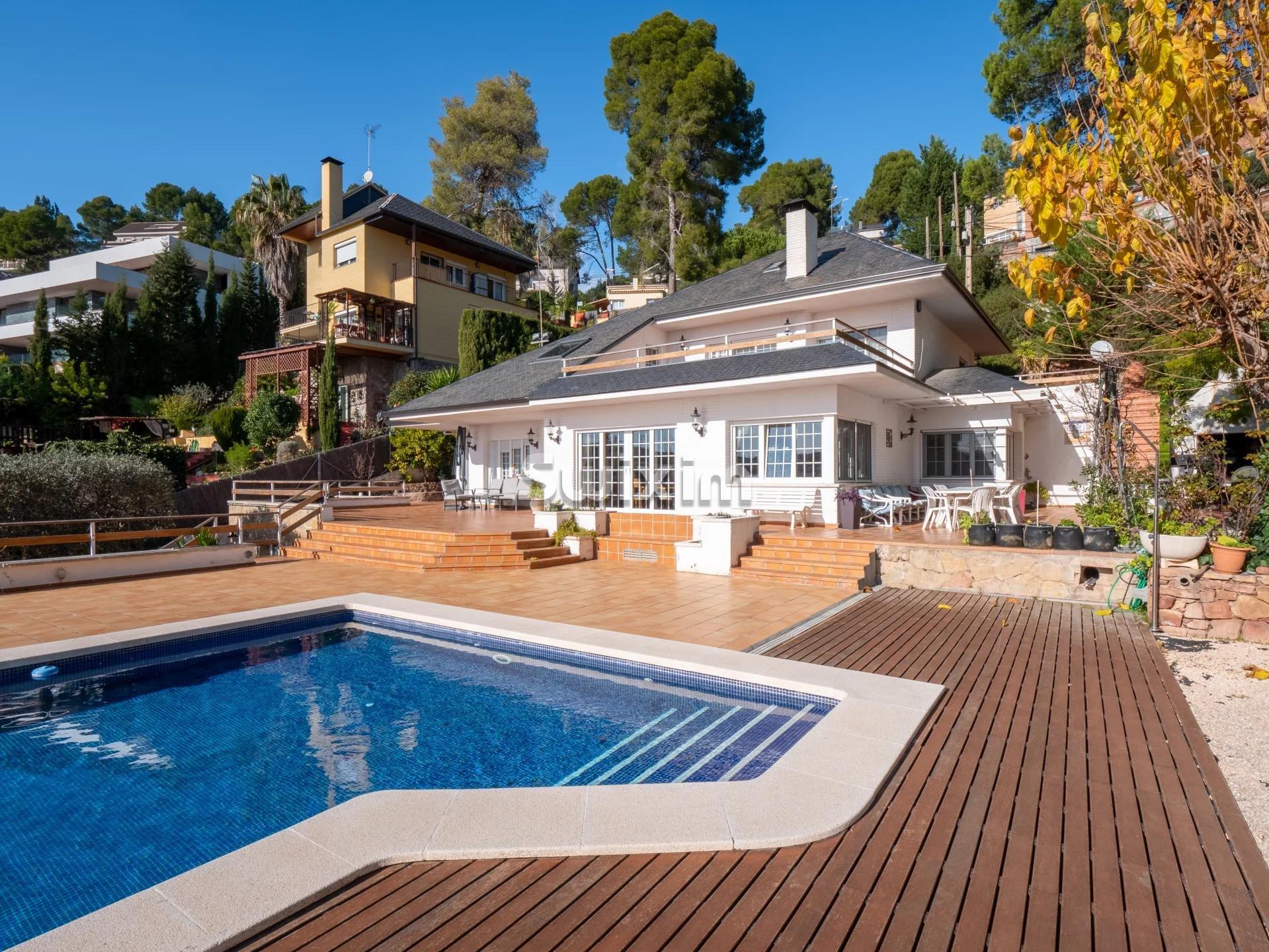 Magnifique maison avec piscine dans une zone privilégié