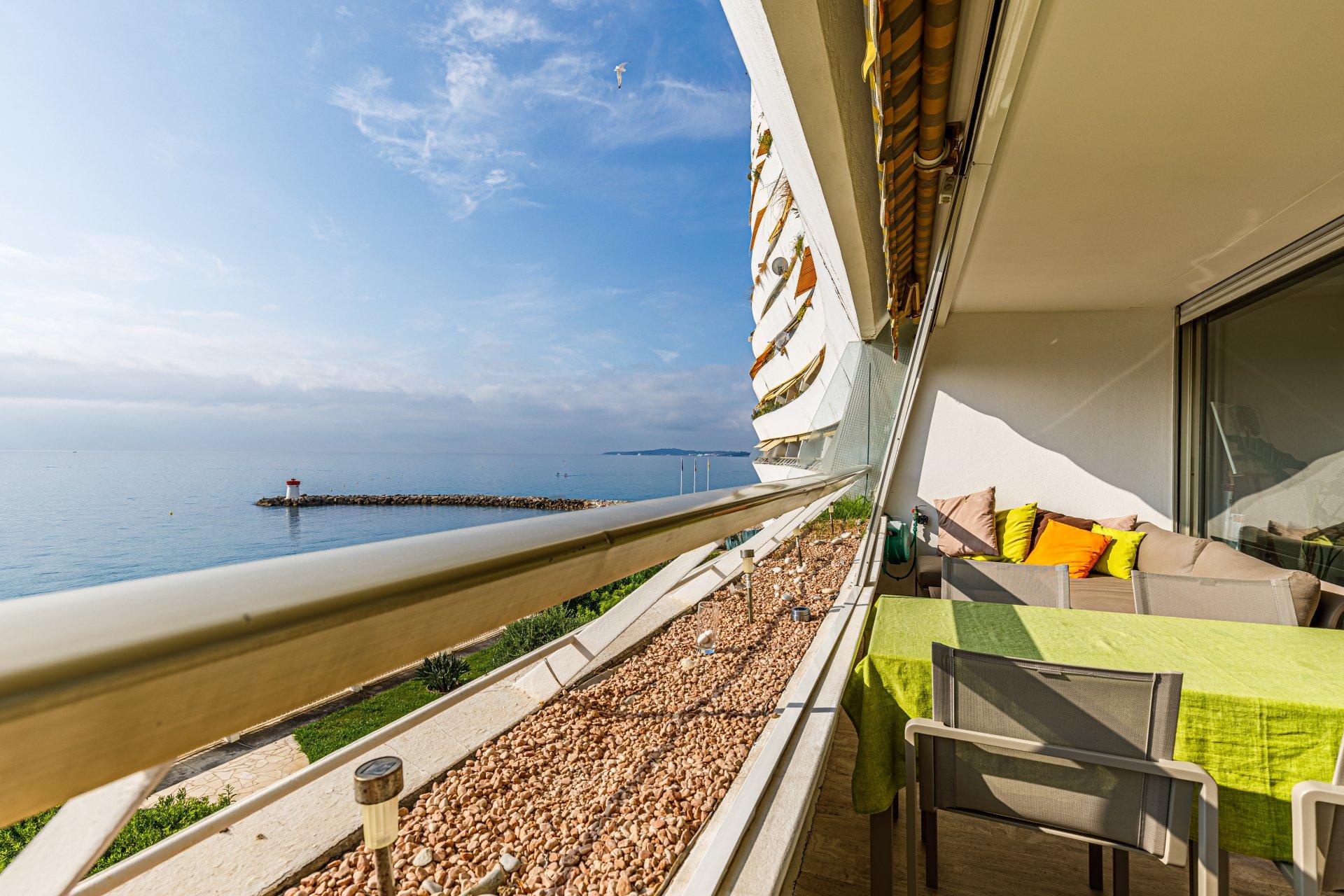 Waterfront 2-bed, terrace, sea view, Marina Baie des Anges in Villeneuve-Loubet