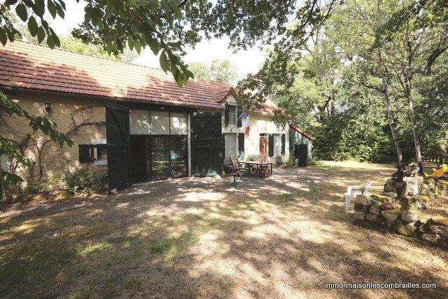 Belle fermette avec plus de 4 ha.  à vendre dans l'Indre .