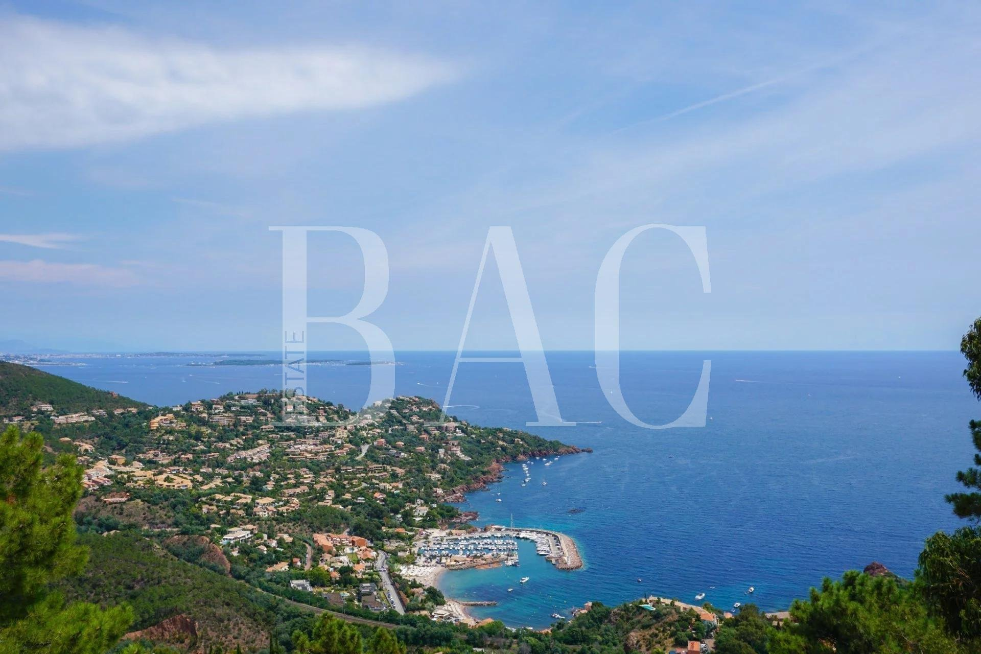 Superb villa with panoramic sea view in a private and secure area.