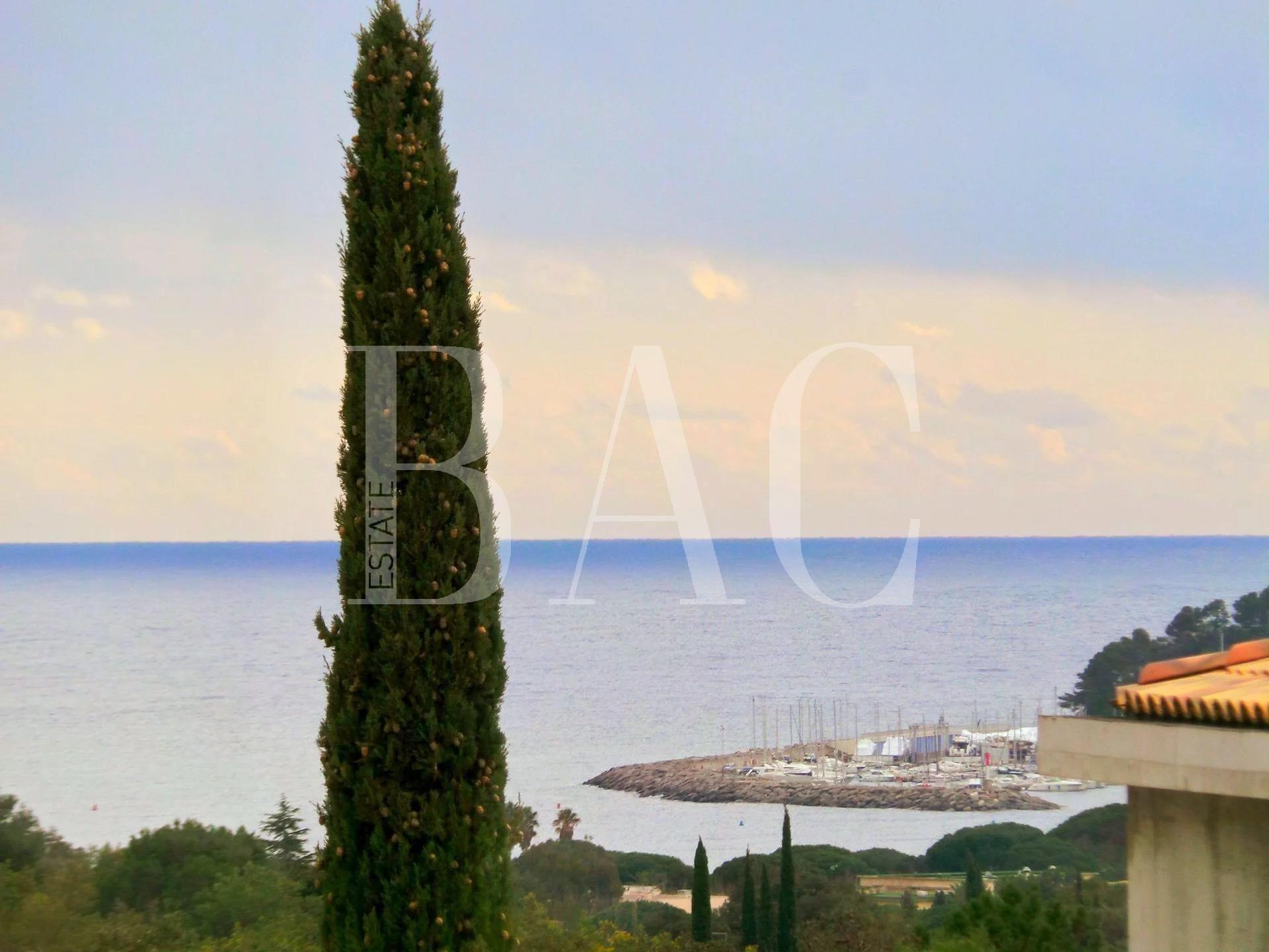 Кавалер-сюр-Мер, исключительная современная вилла с видом на море всего в 10 минутах ходьбы от пляжа