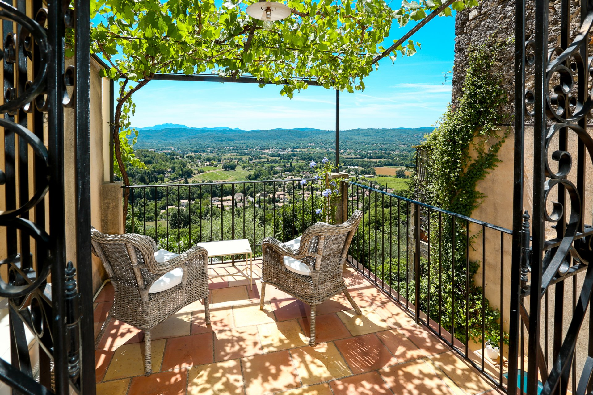 Callian – Village house with views, garden and pool