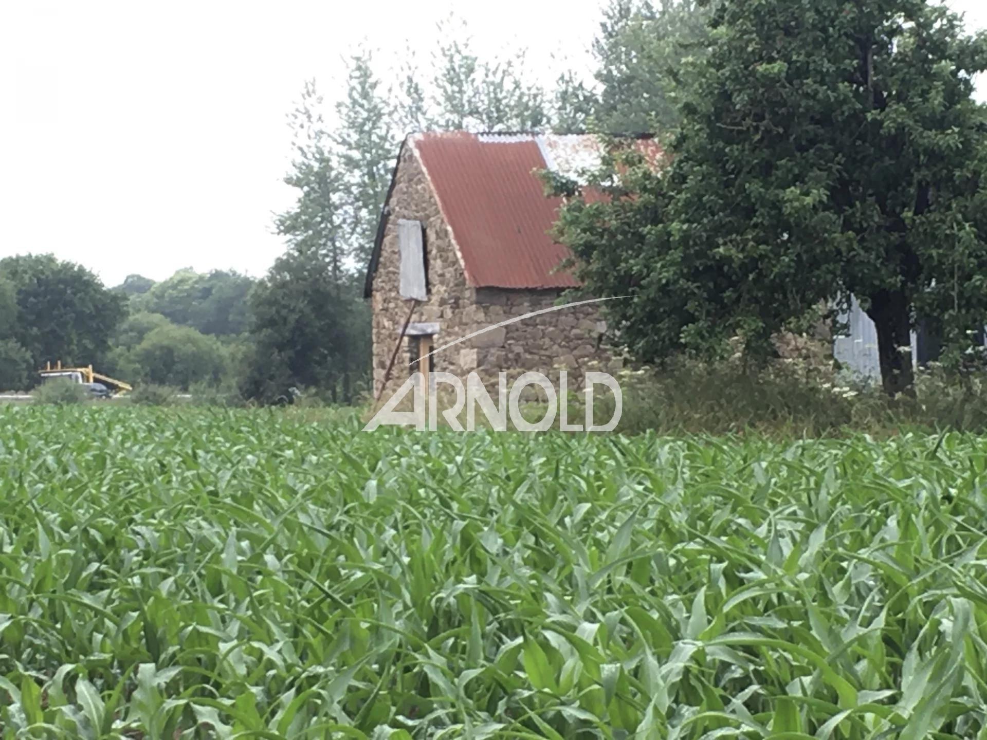 Ancienne ferme à rénover en Bretagne située entre Guingamp et Saint-Brieuc
