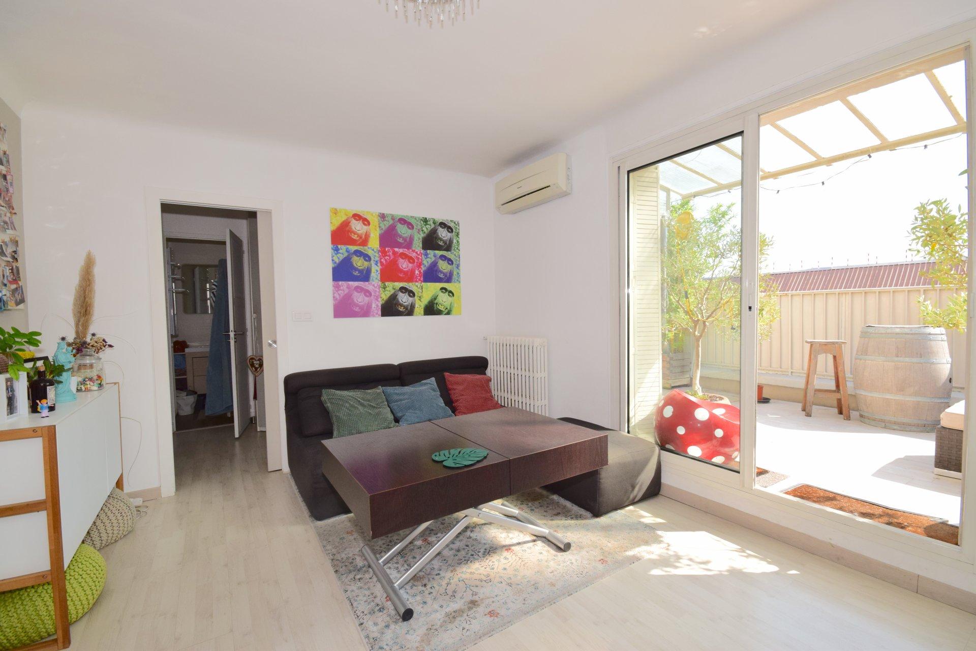 Appartement T3 dernier étage avec terrasse 13006 MARSEILLE