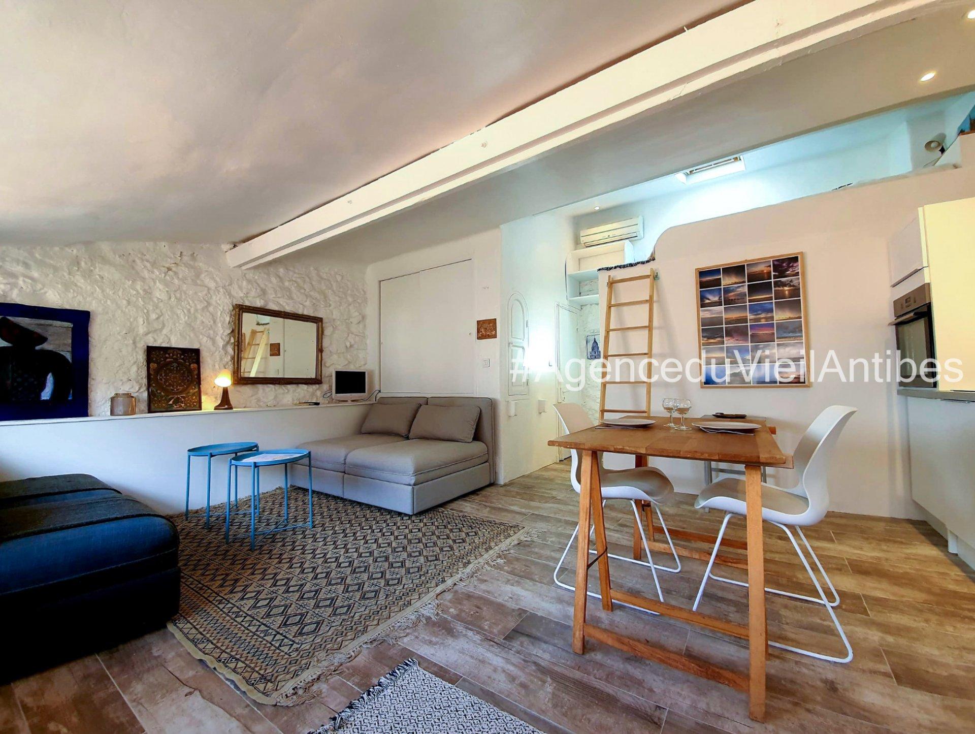 Vieil Antibes dernier étage studio de 26.69 m²