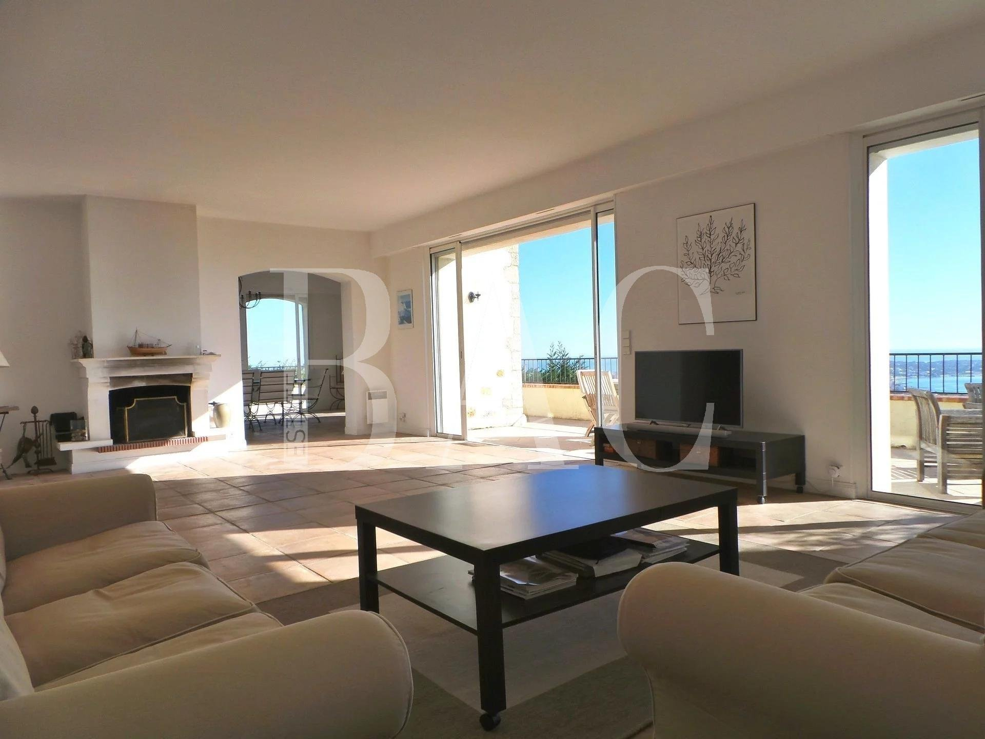 Villa Provençale avec vue mer panoramique à 15 minutes du centre de Cannes