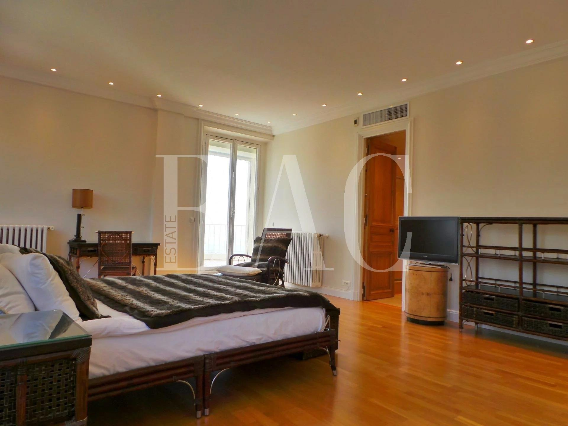 Cannes, superb apartment in a former mansion of Belle Époque style and with panoramic sea view