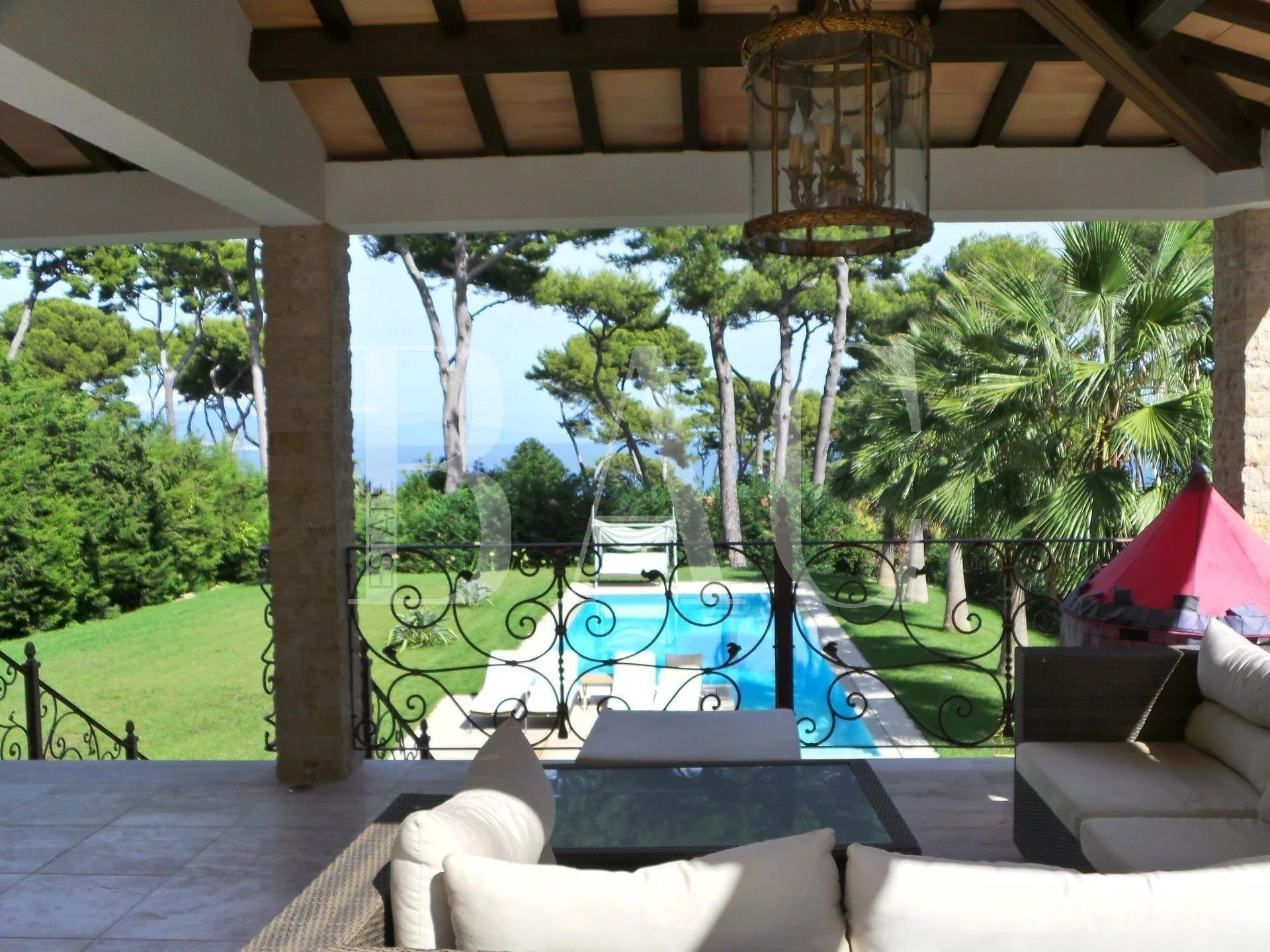 Cap d'Antibes 别墅享有宜人的海景
