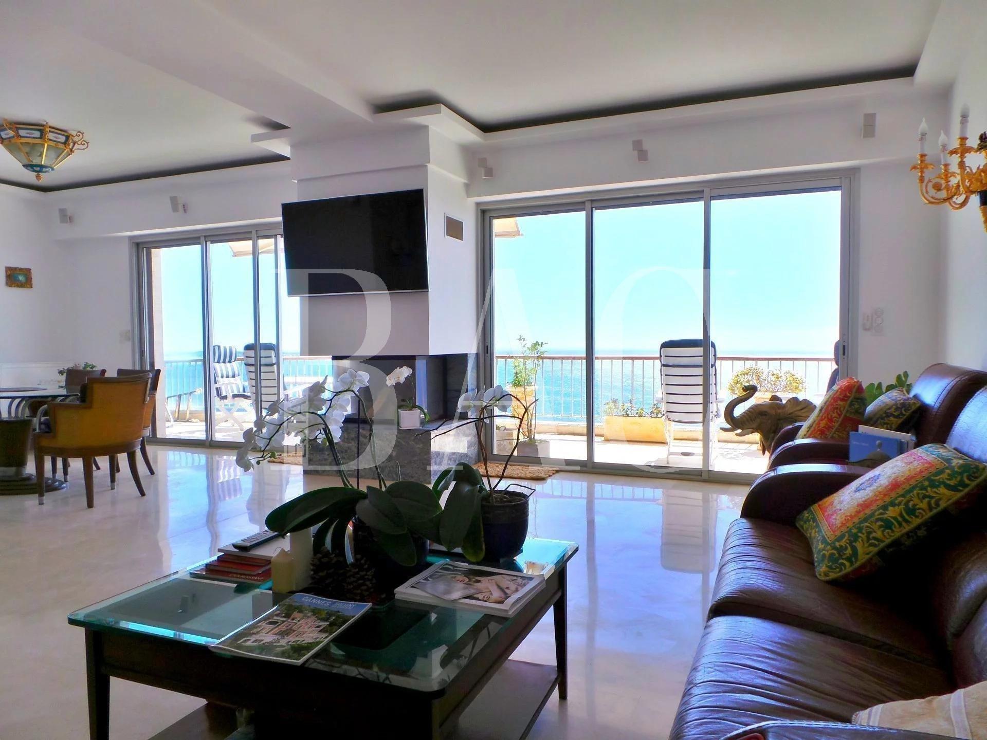戛纳,复式公寓位于顶楼,享有全景海景