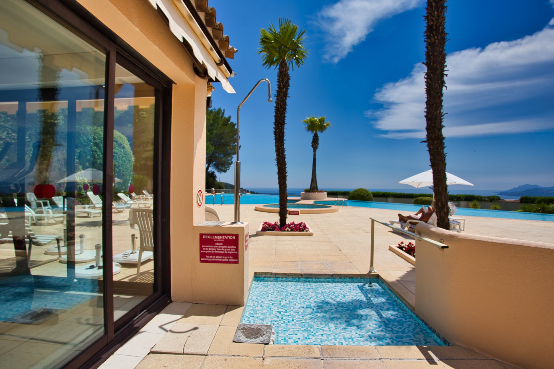 Wohnung mit Terrasse in einer Domäne mit Schwimmbad, in Mougins