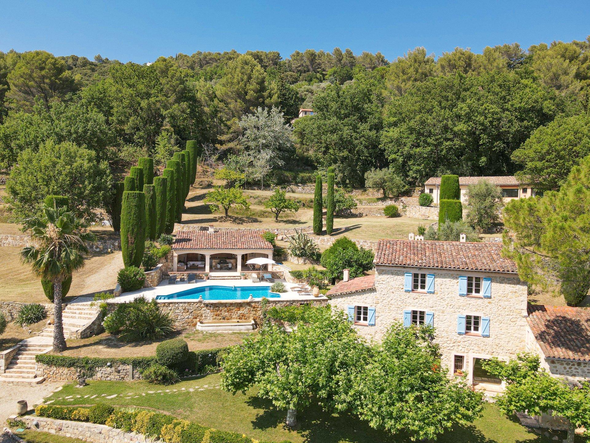 Provence Callian Prachtig landgoed met uitzicht, groot zwembad en gastenverblijf