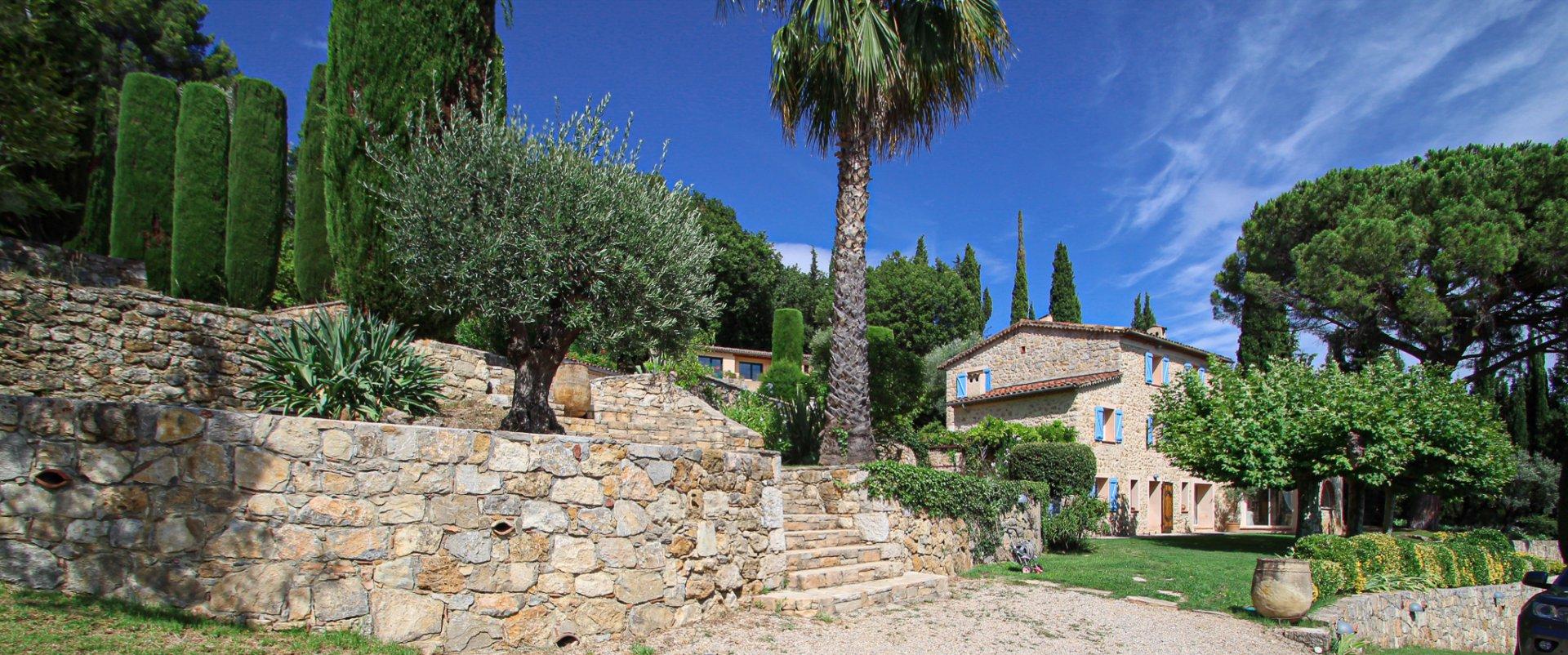 Provence Callian:Belle Propriété avec vues, grande piscine et maison d'amis