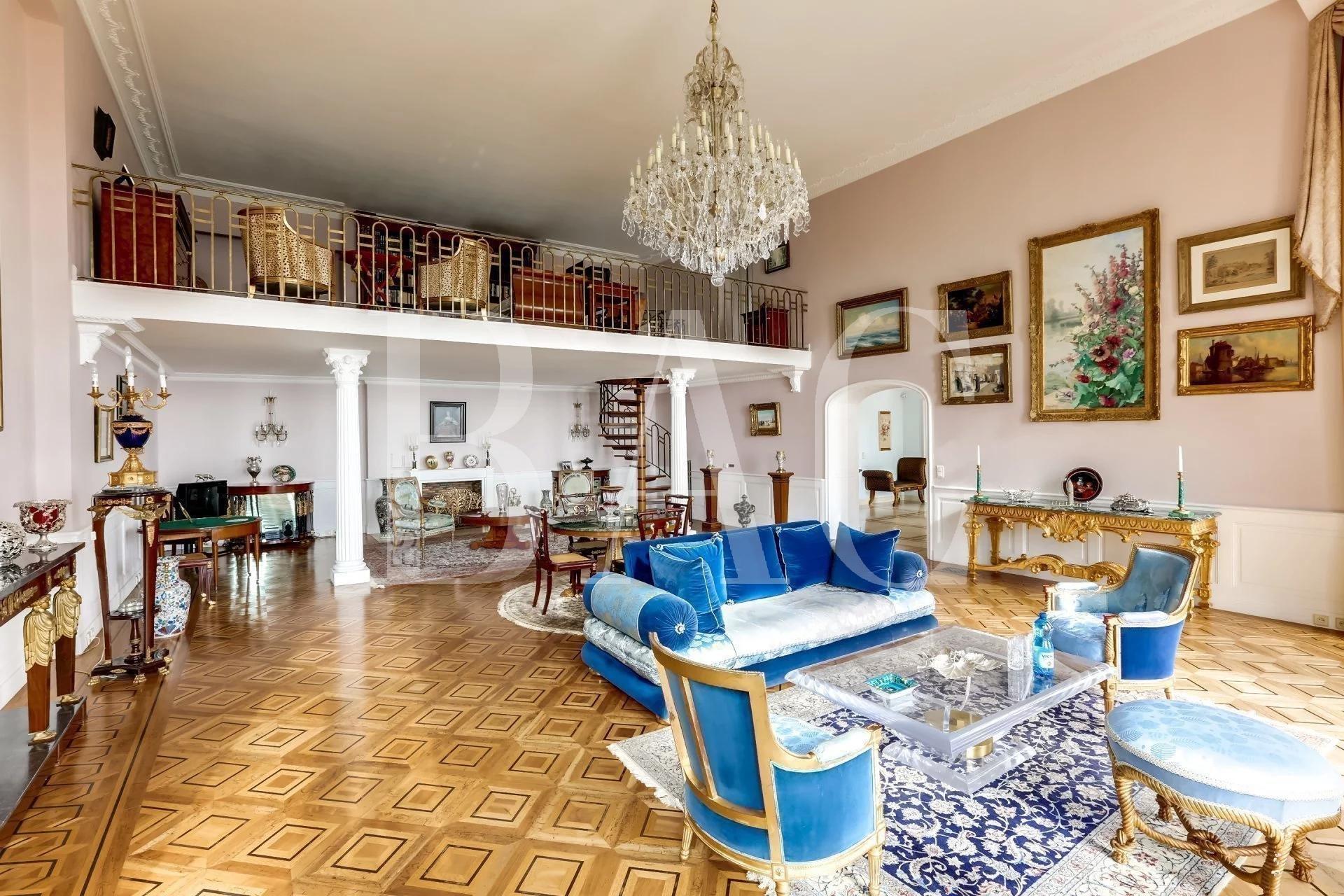 Канны, квартира вилла с частным бассейном в бывшем частном особняке начиная с 1892 года