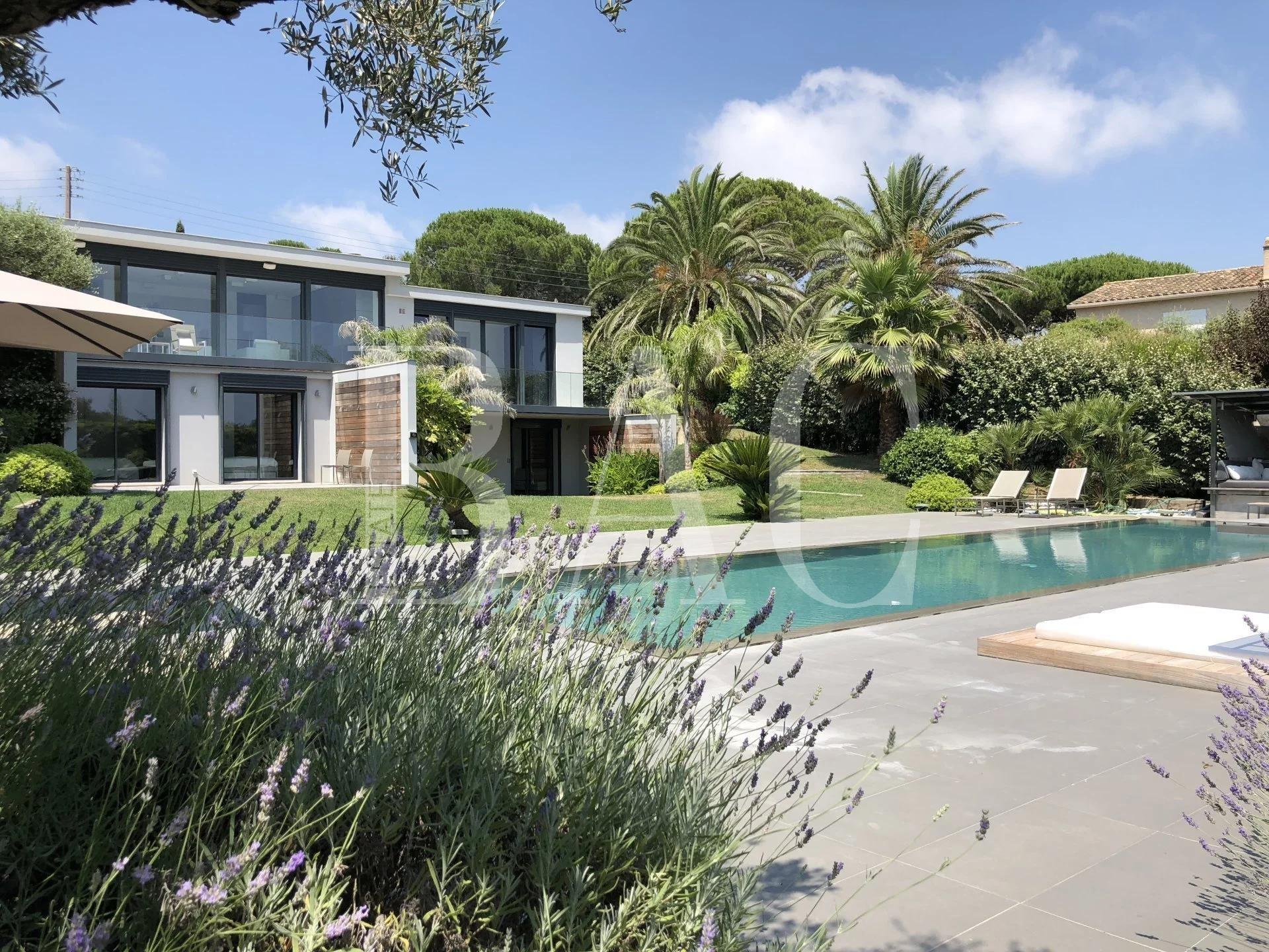 Ramatuelle, contemporary villa with beautiful sea view 200 meters from the famous Pampelonne beach and its famous restaurants