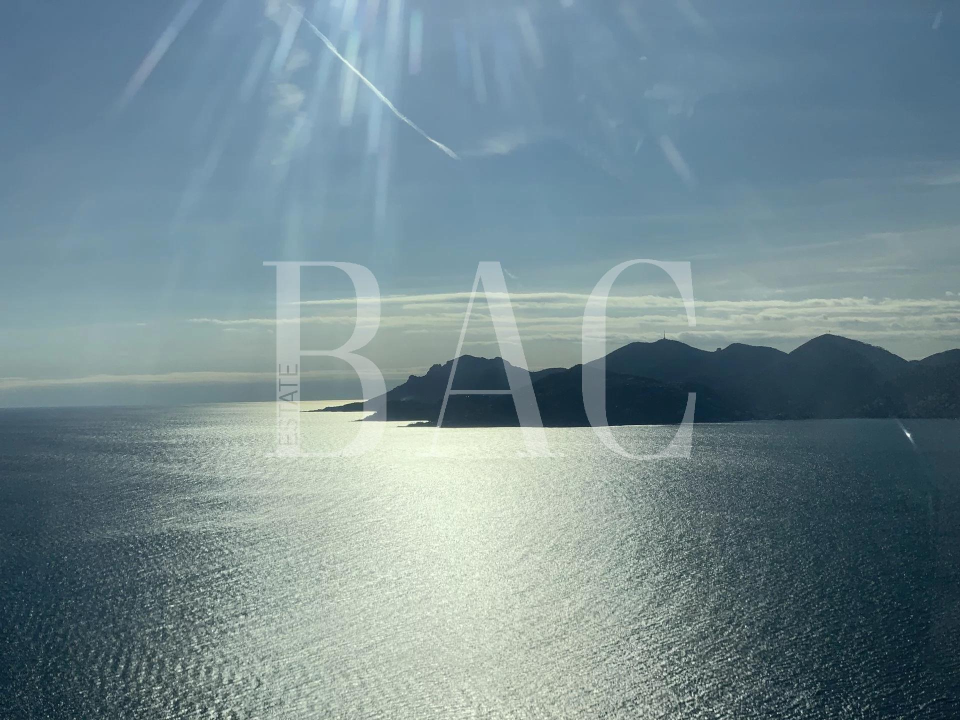 Propriété avec héliport et magnifiques vues mer et montagnes