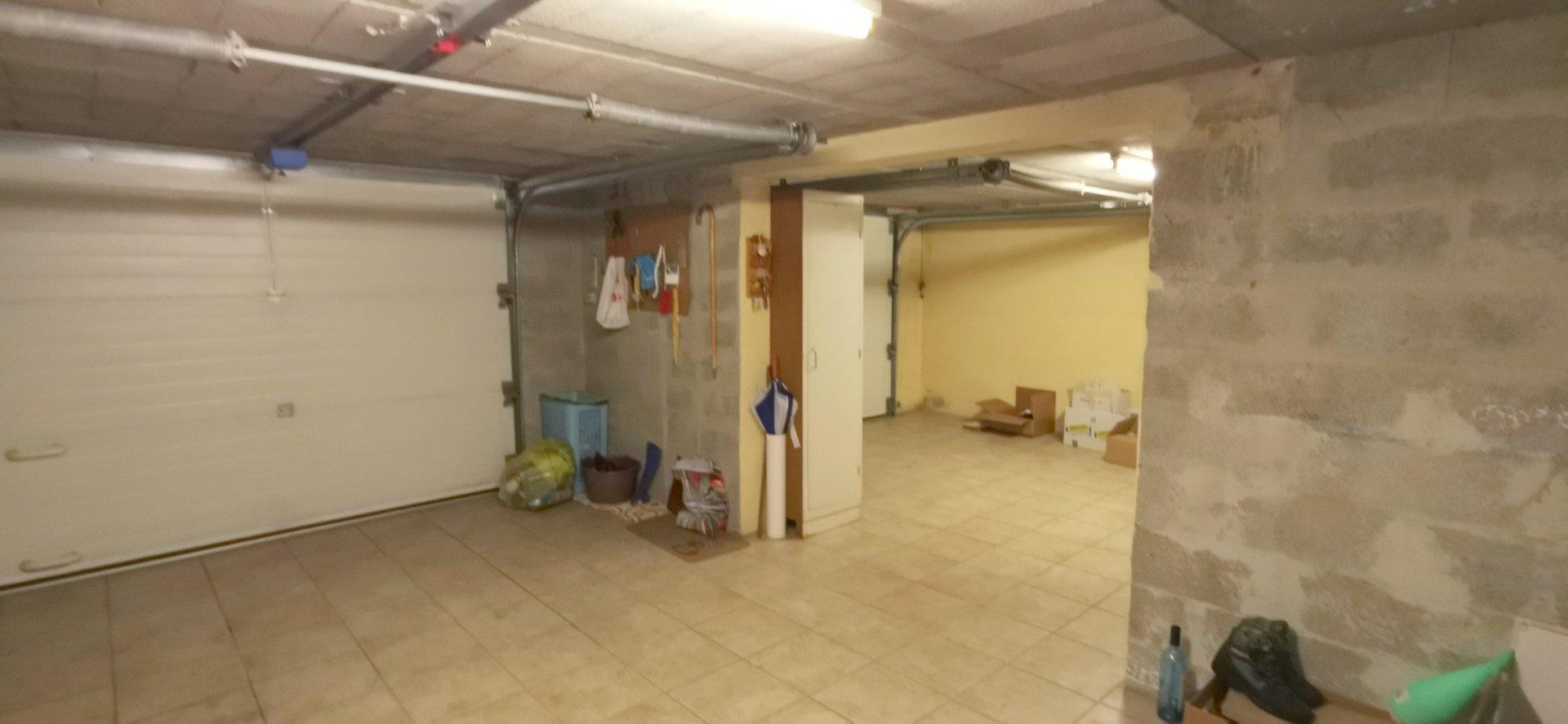 EXCLUSIVITE  CENTRE VILLE MAISON DE VILLE AVEC DOUBLE GARAGE
