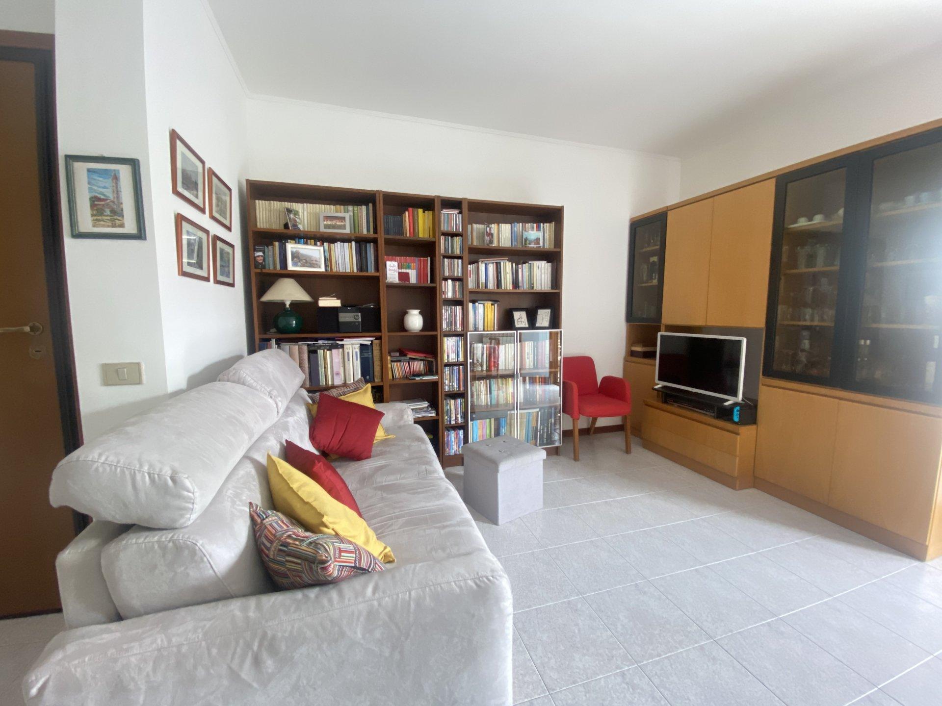 Sale Apartment - Lurate Caccivio - Italy