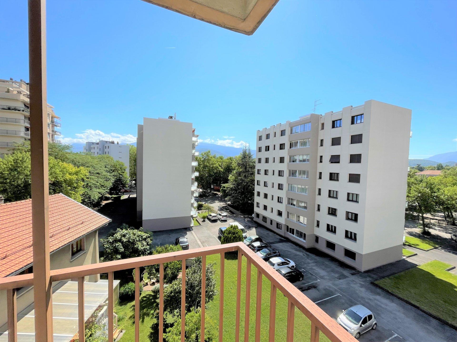 La vue de l'angle du balcon !