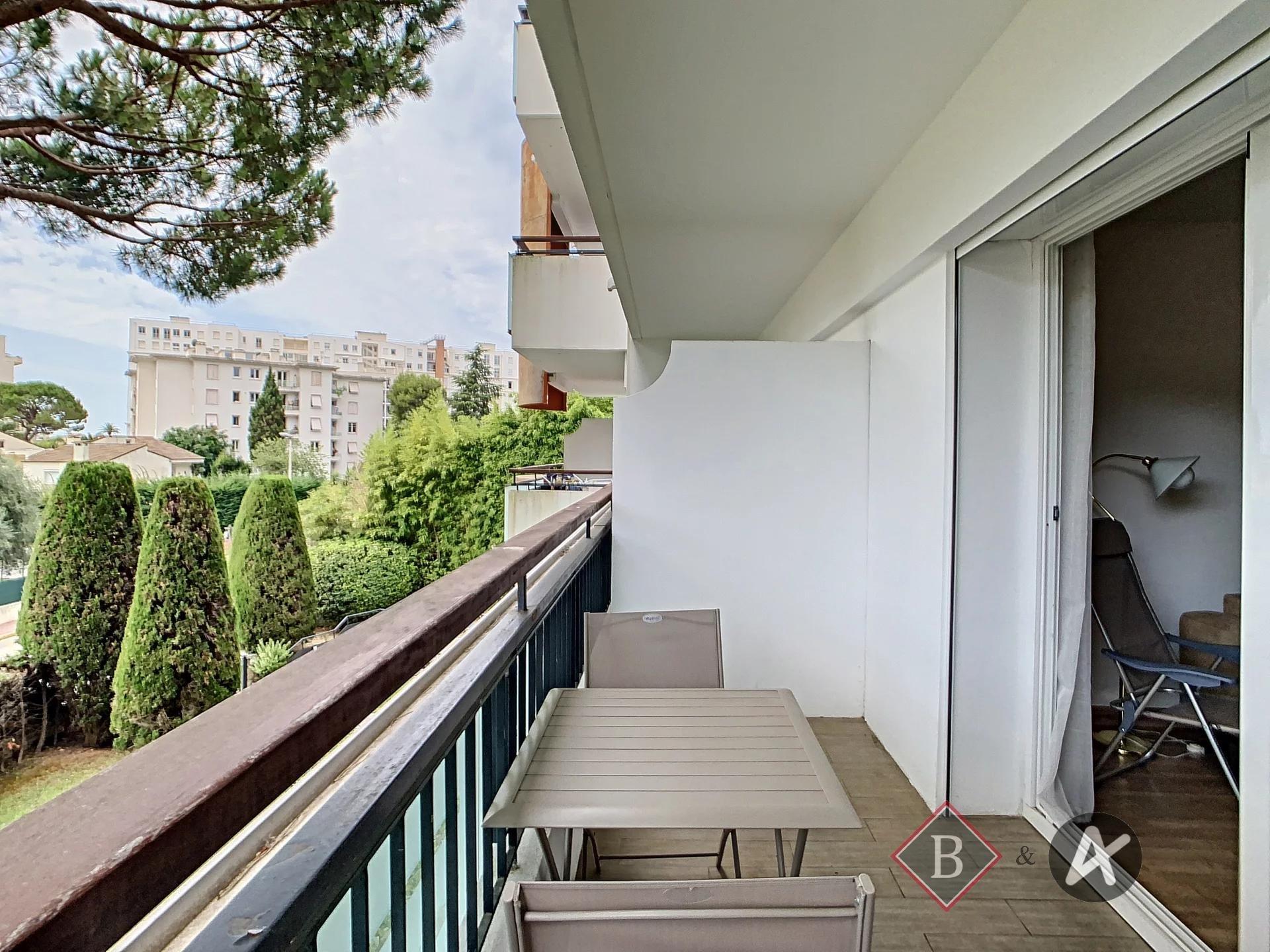 Cannes - Montfleury - Studio vue dégagée