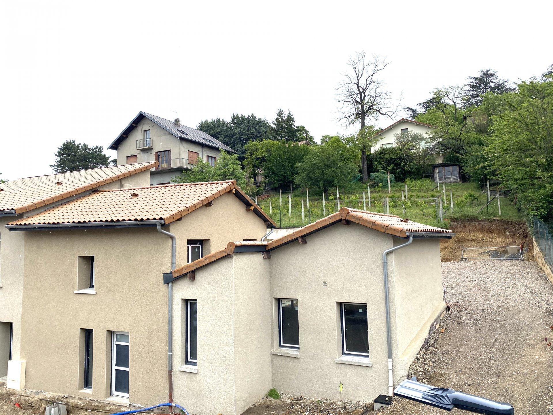 BRON - Plateau DUPLEX de 116 m2- Terrasse et Parking