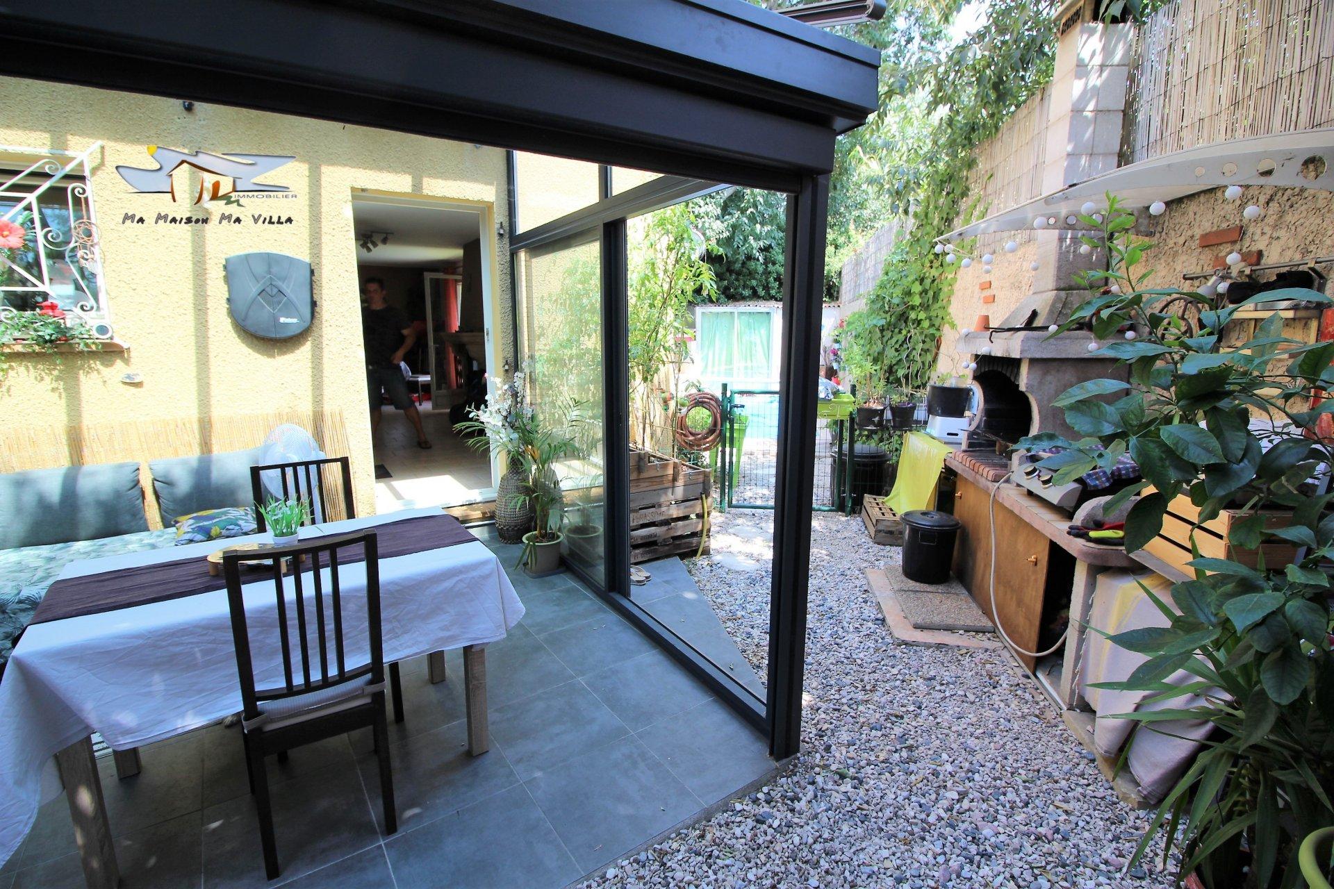 Villa dans résidence sécurisée avec piscine