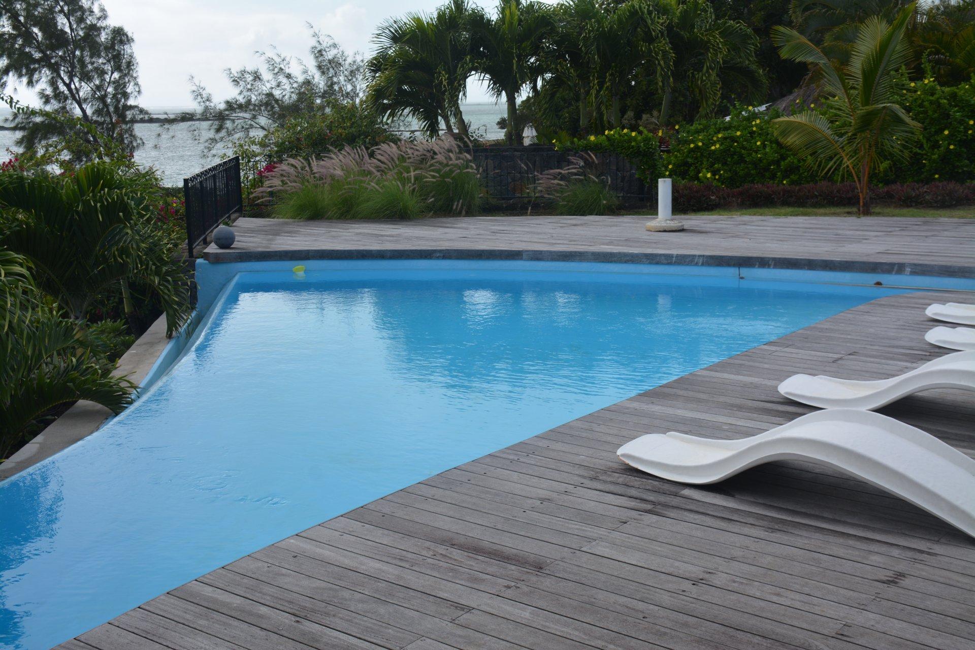Belle maison sur mer avec piscine