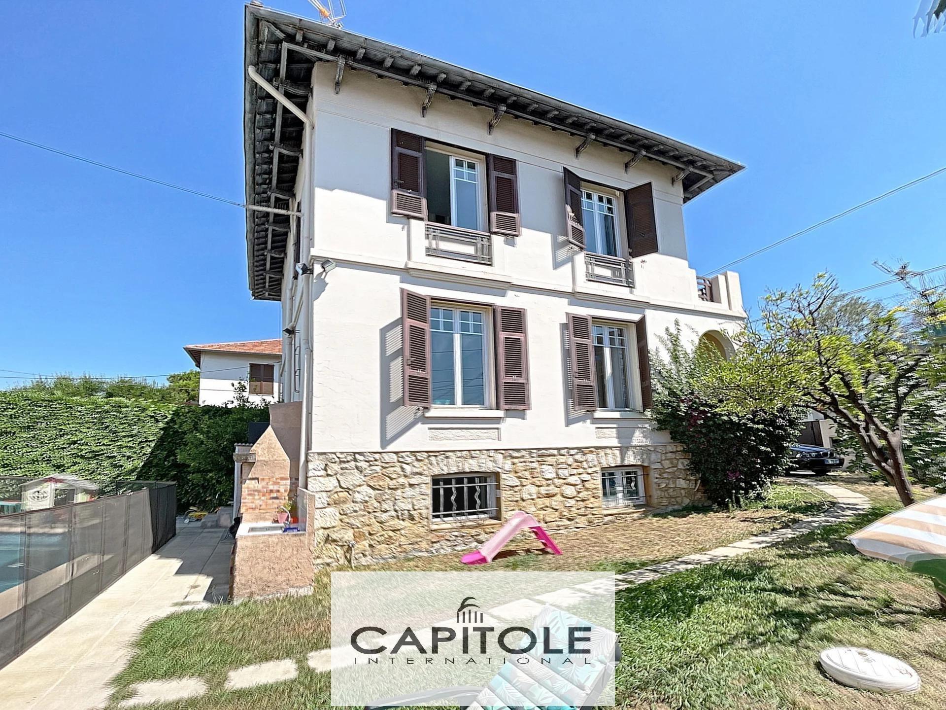 A vendre villa de 120 m² avec jardin et piscine proche centre-ville.