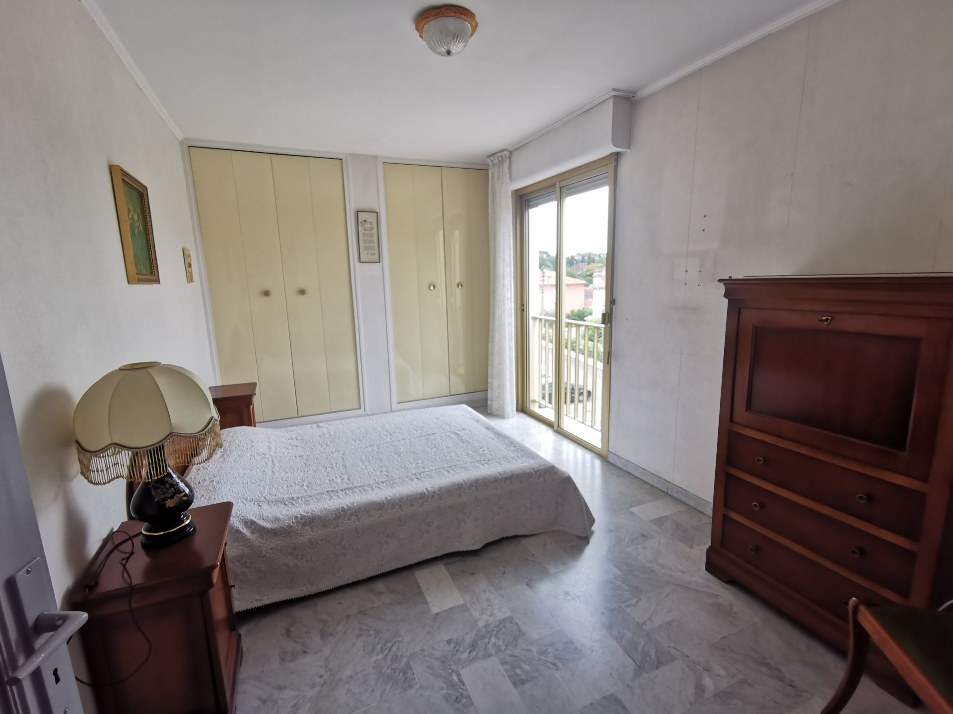 140m² apartment to renovate with terrace.