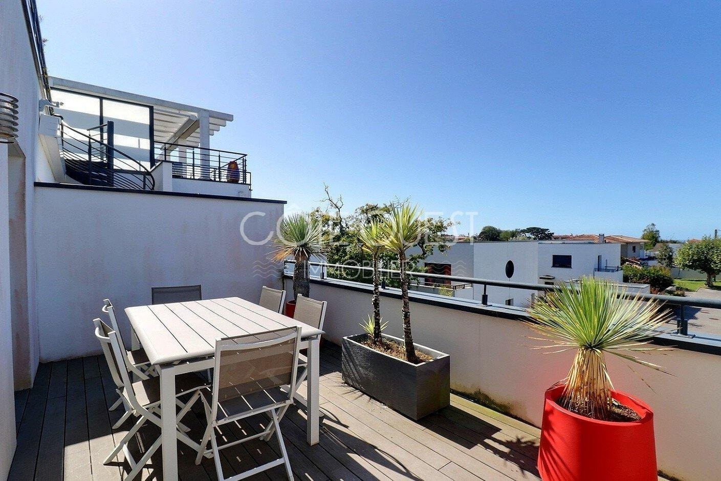 ANGLET CHAMBRE D'AMOUR NEIGHBOURHOOD. A LUXURIOUS APARTMENT WITH A ROOFTOP TERRACE ENJOYING A PANORAMIC OCEAN VIEW